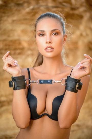 Черные кожаные наручники Ladys Arsenal