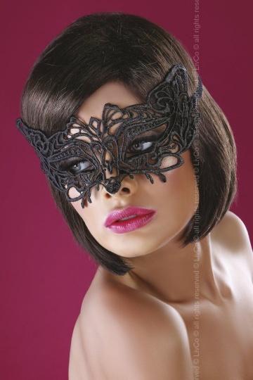 Широкая, закрывающая нос ажурная маска