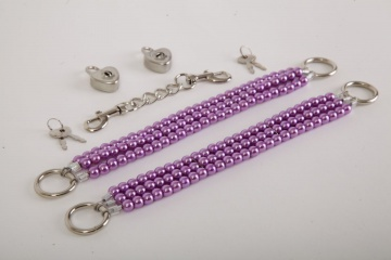 Фиолетовые оковы на ноги из бус